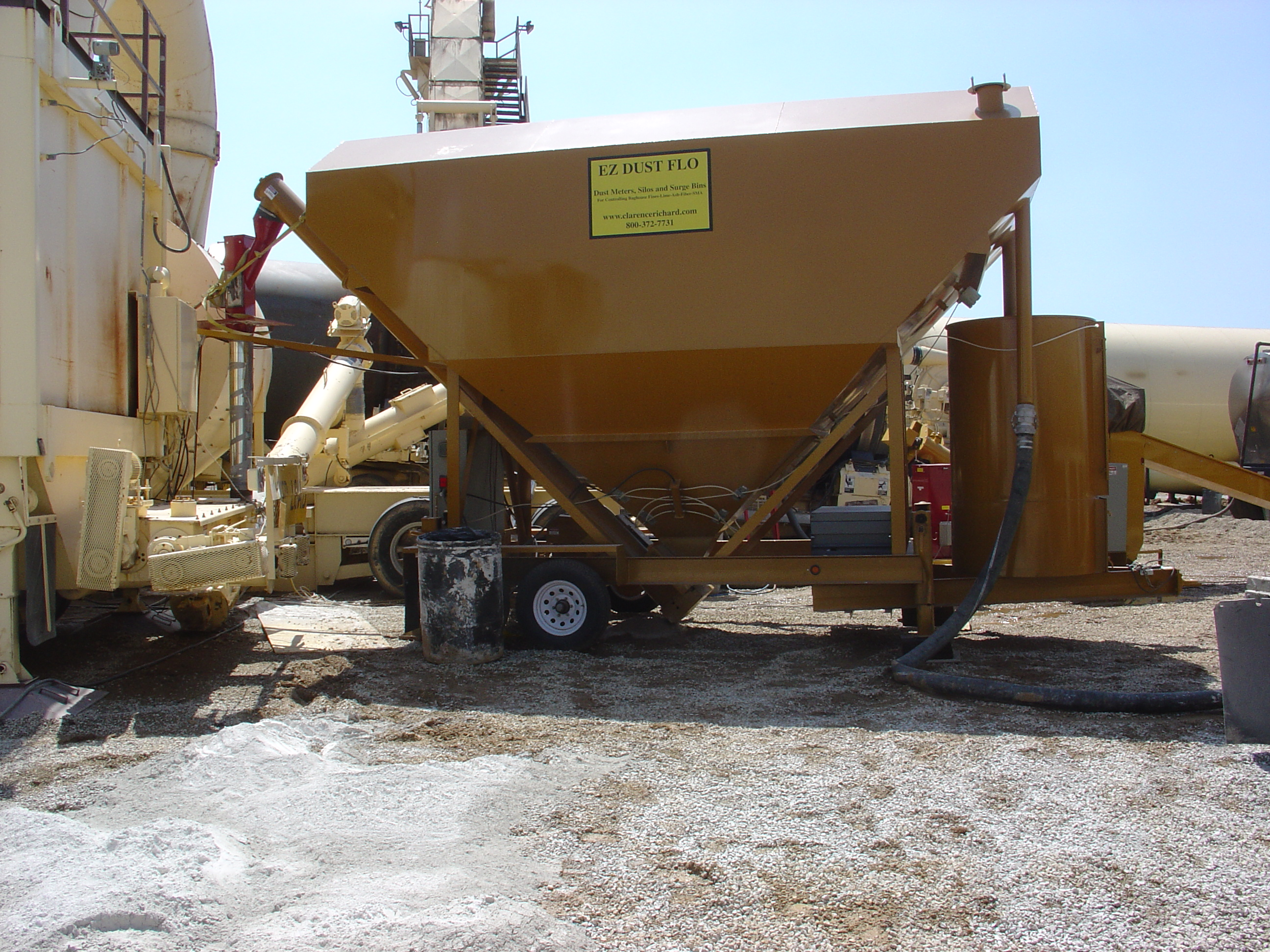 """EZ-Flo Mineral Filler Surge Feeder 200 bbl   for Fly Ash, Calcium Carbonate, Cement, Baghouse Dust - not Hydrated Lime type flow consistency.          `   Portable Belgrade 200 BBL (4 cubic feet/Barrel) ..@ 65 #/cu ft  = 26 tons  or 95 #/cubic/ft = 38 tons… With 9""""  Discharge Auger (Variable Speed 0 to 100%) – 9"""" Screw at 45 degree incline… Local and Remote Auger Start/Stop Control.. Fill Pipe with Electric Motor Shaker Baghhouse Venting.   Equipment is limited and scheduled on a first come, first serve basis."""